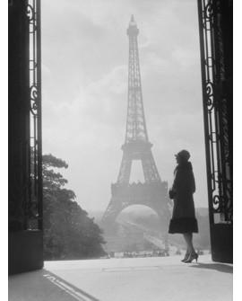 CUADRO FOTOGRAFIA DE PARIS BN MUJER EN TORRE EIFFEL