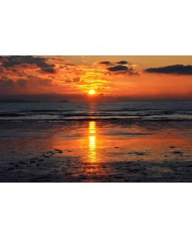 Cuadro fotografia de atardecer en la playa frente al mar