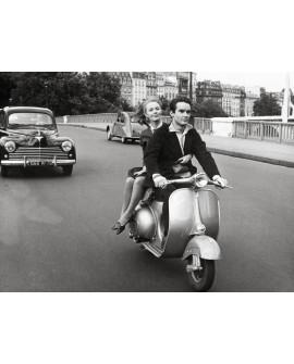 Fotografia clasica blanco y negro vintage pareja en moto Home